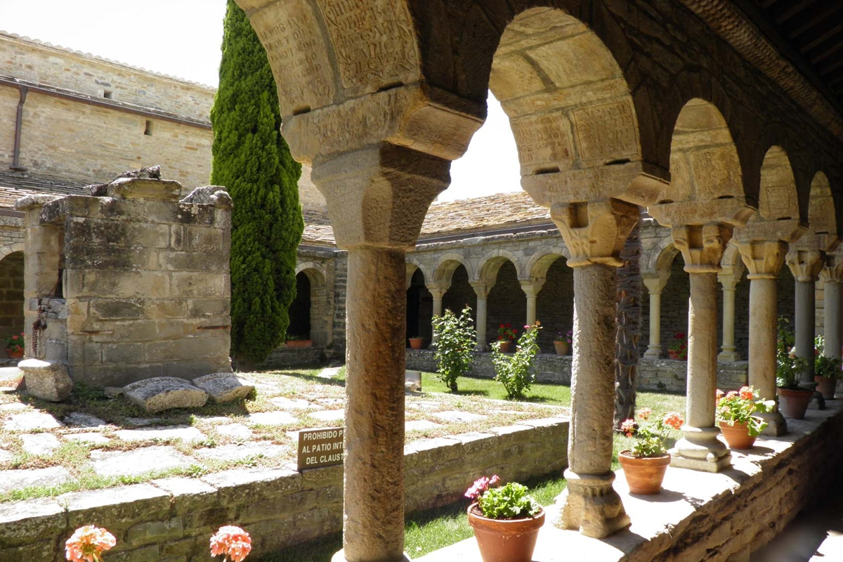 Pyrenees Travels: RODA DE ISABENA Kathedrale