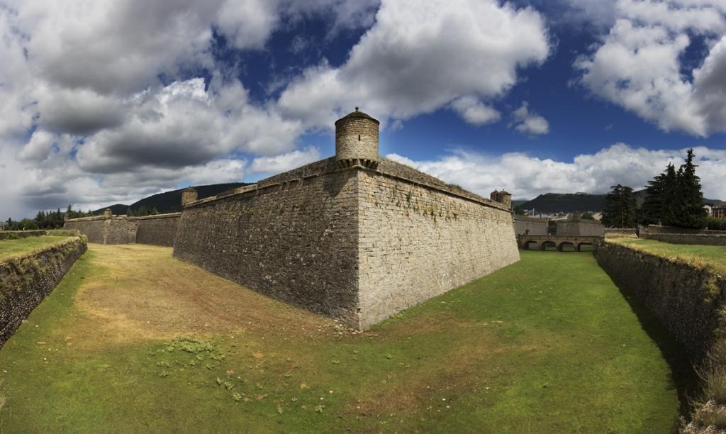 Pyrenees Travels: Die Zitatelle von JACA